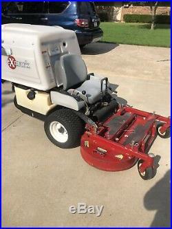 Commercial lawn mower Exmark Navigator Zero Turn