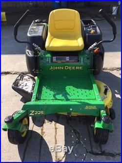 John Deere Z225 Zero Turn Mower 18.5 HP Briggs 42 Deck- Only 156 hours