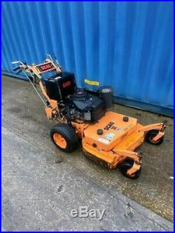 Scag 32 Zero Turn Commercial Grade Lawn Mower 14hp Kawasaki Engine